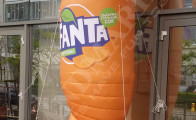 Бутилка на Fanta височина 3.00 м